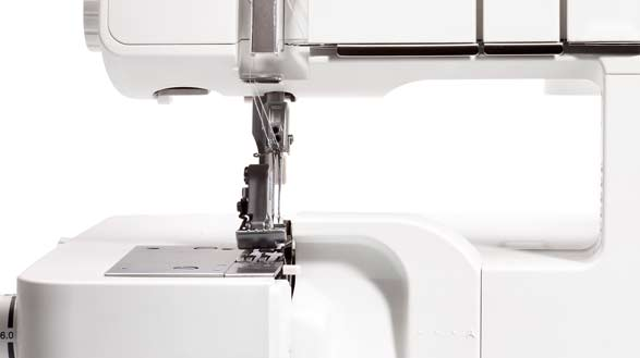 Sturdy machine with a large sewing space
